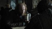 Thoros boit à la taverne (3x02)