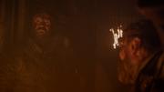Béric montrant Arya en danger