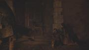 Arya, Béric et Sandor se mettant à l'abri
