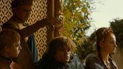 Joffrey renverse son vin sur Tyrion (4x02)