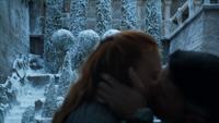 Petyr embrasse Sansa devant Lysa