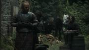 Thoros essaie son armure