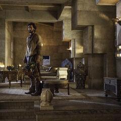 Daario in Daenerys Persönlichen Gemächern an der Spitze der Pyramide