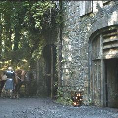 Brienne und Podrick am Gasthaus zum Kreuzweg, Königsweg in nördlicher Richtung.