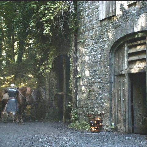Podrick und Brienne am Gasthaus am Kreuzweg