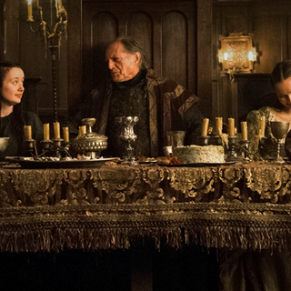 Walder Frey durante o banquete de casamento de sua filha Roslin.