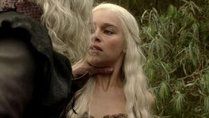 103 Viserys würgt Daenerys