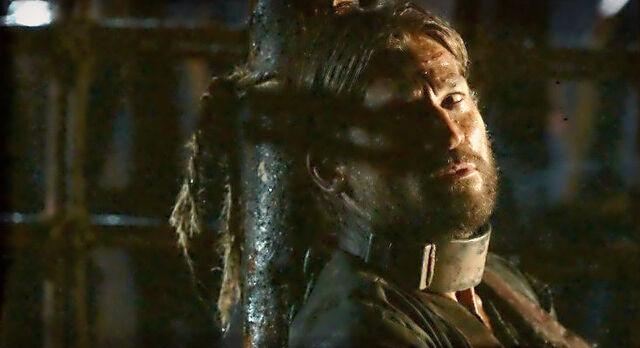 File:Jaime Lannister in his cell.jpg