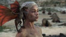 Дейнерис и дракон 1x10