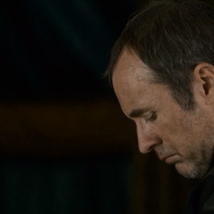 "Stannis ubolewa nad śmiercią Renly'ego, ""<a href="