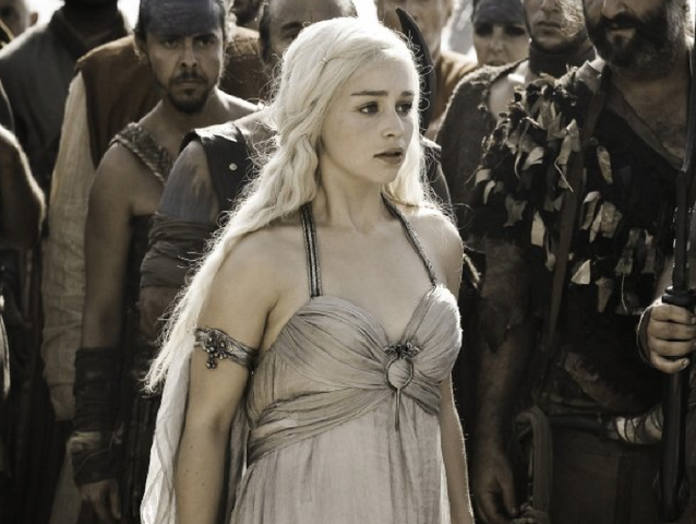 Vaizdas:Daenerys in wedding dress.png