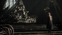 Дейнерис Таргариен рядом с троном сезон 7