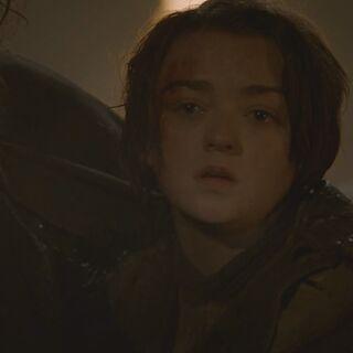 Arya muss die Verspottung ihres toten Bruders ansehen