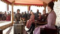 Санса и Джоффри в королевской ложе 2x01