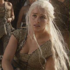 Дейенеріс заступається за Дрого.