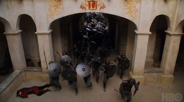 File:Unsullied-Casterly-Rock.jpg
