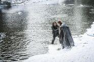 Теон и Санса у реки 6x01