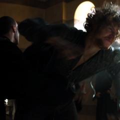 Loras powstrzymany przed atakiem na Olyvara.