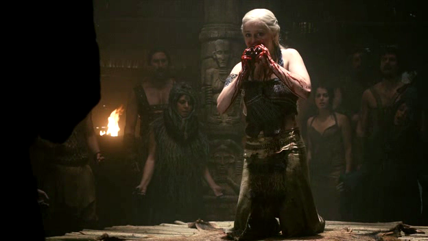 File:Daenerys flanked by dosh khaleen.png