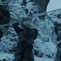 Ein Weißer Wanderer kämpft gegen Jon Schnee im Trailer zur siebten Staffel.