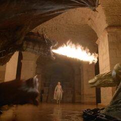 Daenerys Drachen in der Drachengrube