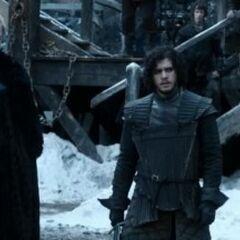 Jon trenuje pod czujnym okiem ser Allisera Thorne'a w Czarnym Zamku.