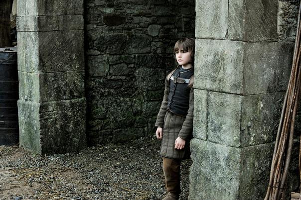 File:Bran in the archway.jpg