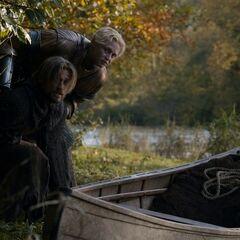 Brienne eskortuje Jaimego do stolicy.