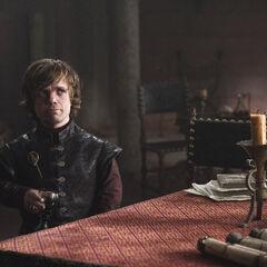 Tyrion rozmawia z Pycellem.