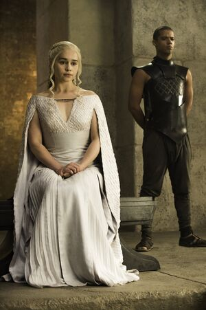 501 Daenerys Grauer Wurm