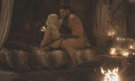 Drogo Khaleesi in bed s1