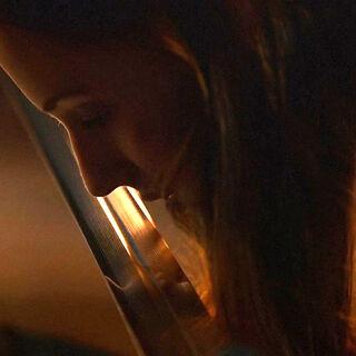 Sansa küsst die Klinge von Herzfresser