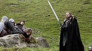 Ned Stark empunhando Gelo