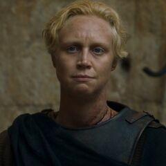 Brienne przybywa do Królewskiej Przystani.