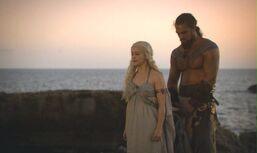 Drogo-and-Daenerys-Wedding Night0