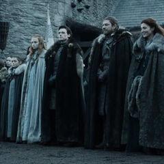 """Starkų giminė su savo dvariškiais Vinterfele laukia Karaliaus Roberto """"<a class="""