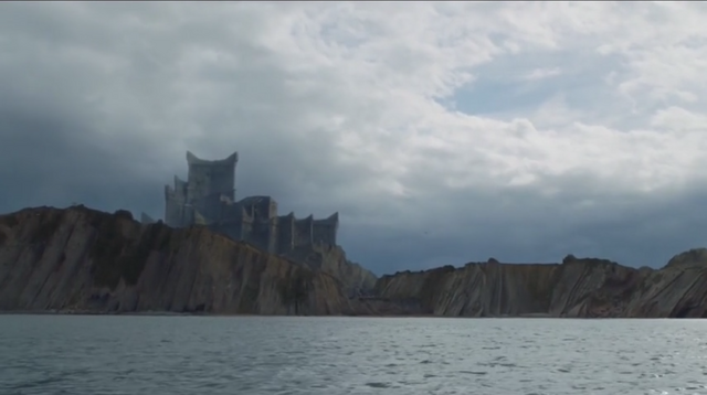 File:Dragonstone-seen-from-the-sea.jpg.png