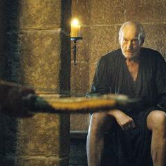 Tyrion odnajduje ojca w wychodku.