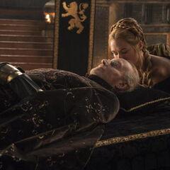 Cersei daje ojcu pożegnalny pocałunek, <a href=