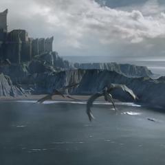 Dragões de Daenerys voam sobre Pedra do Dragão