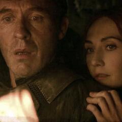 """Stannis i Melisandre widzą jego przyszłość w płomieniach, """"<a href="""