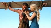 Dany tenta ajudar um escravo crucificado