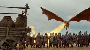 704 Drogon verbrennt Lennistersoldaten