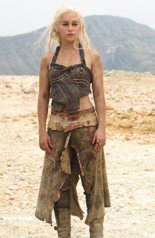 File:Daenerys 2x01.jpeg