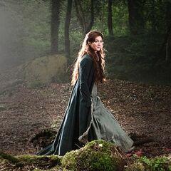 Catelyn w lasach Winterfell.