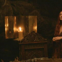 Alternatywna suknia Melisandre z sześciokątami.