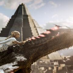 Daenerys dosiada Drogona.