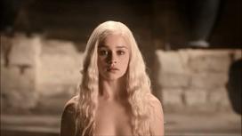 Daenerys enters a scathing hot bath
