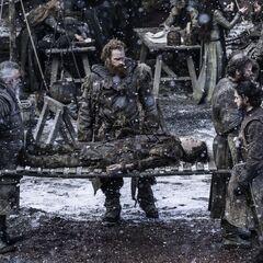 Tormund przedstawia Jonowi ciało <a href=