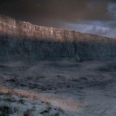 Der Königsweg vor der Mauer zur Schwarzen Festung.
